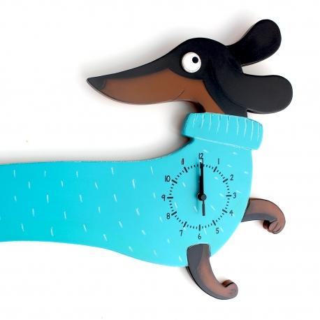 Futó kutya óra türkiz pulcsiban